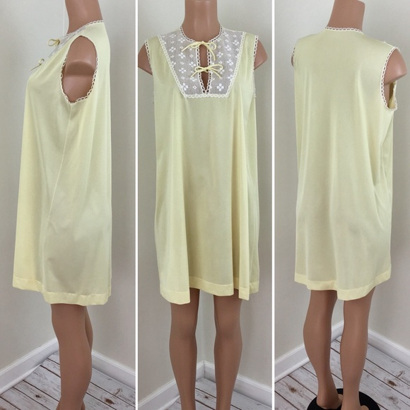 0c05703b1fb Vintage 1960 s Vanity Fair Nightgown Yellow. M 5bff552c035cf1e39821d06a